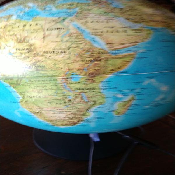 Globe terrestre état impeccable faire offre convenable