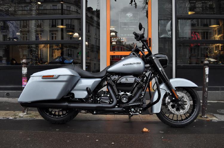 Harley davidson road king essence paris 11 75 | 23690 euros