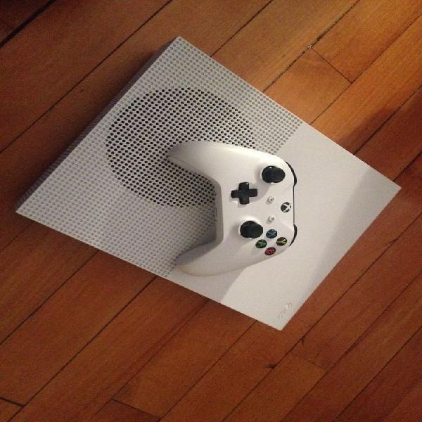Xbox one s 500gb +manette et jeux neuf,