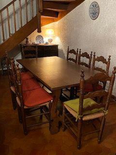 Table à manger en chêne massif et 10 chaises occasion,