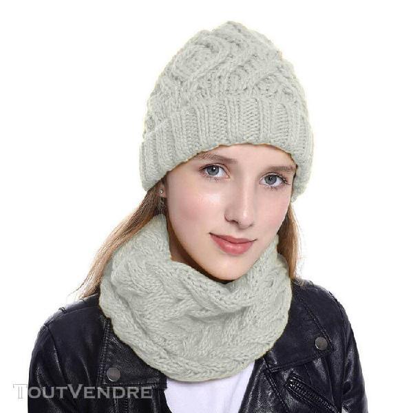 les femmes deux pièces de couleur pure bonnet tricoté