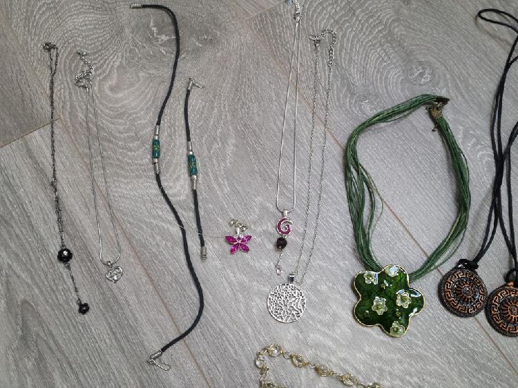 Colliers pendentifs médailles fantaisie et argent occasion,