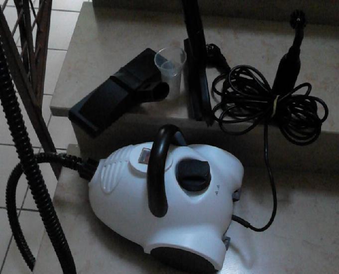 Nettoyeur vapeur et ses accessoires