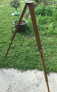 Joli trépied ancien télescopique en bois 1,40 m. pour pied