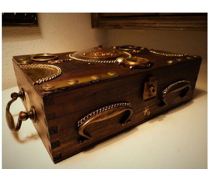 """Coffret bois""""aventures""""steampunk + livre"""