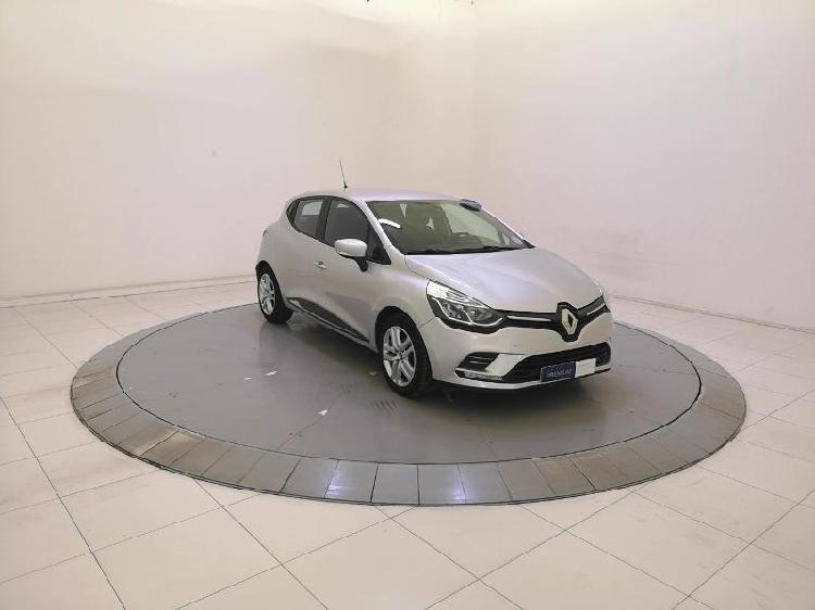 Renault clio 4 essence saint-gregoire 35 | 9990 euros 2016
