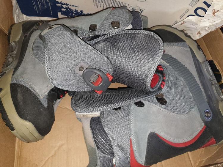 Divers planche de snowboard plus bottes taille 42 occasion,