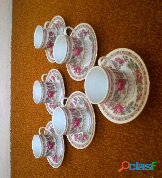 Service à café – 6 petites tasses en porcelaine 1