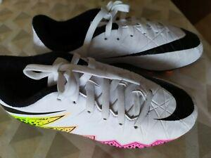 Chaussures nike football avec crampons taille 33 tbe