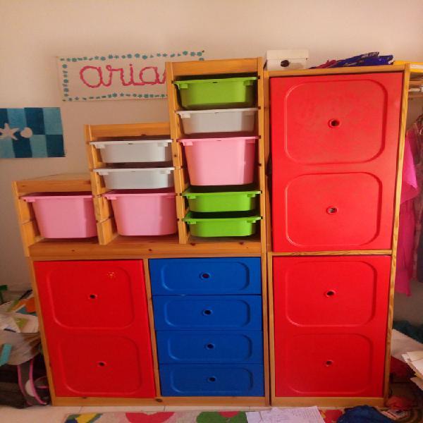 Chambre enfant f/g tiroirs penderie étagères + chevet