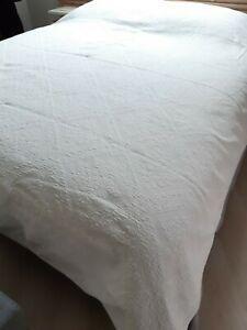 Boutis/ jeté de lit ancien piqué blanc 247 x 223cm pour