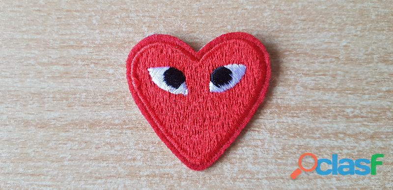 Ecusson brodé coeur rouge + yeux 4x4 cm thermocollant, pas besoin de couture