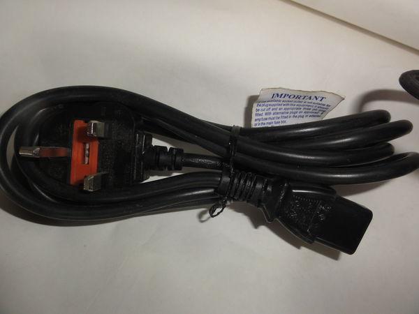 Câble alimentation prise anglaise pour ordinateur ou autres