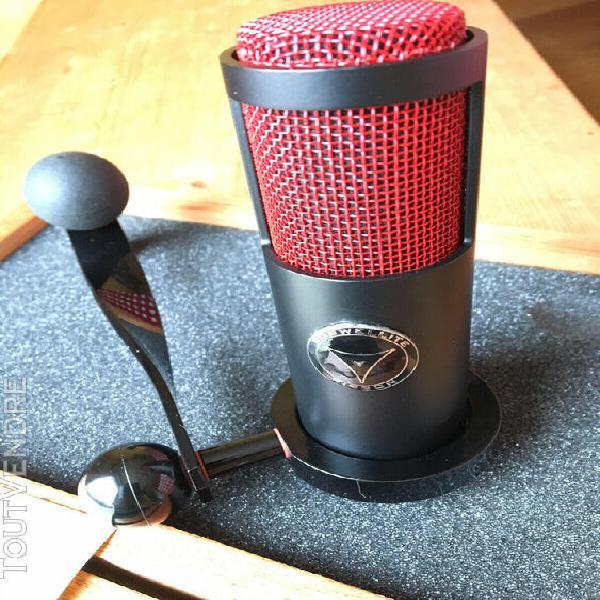 Microphone à ruban naked eye roswellite by crowley and