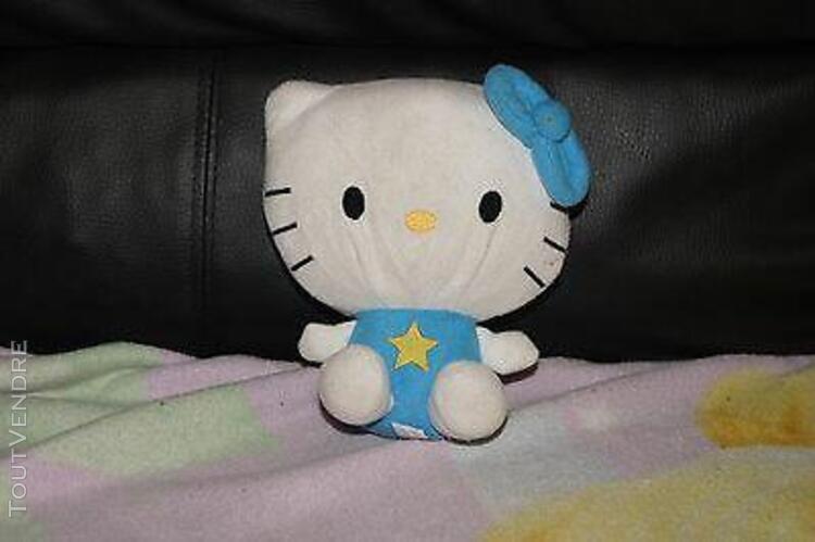 Range pyjama peluche hello kitty