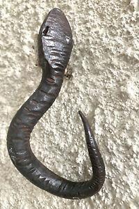 Ancien crochet patère porte manteau en fer forgé. forme
