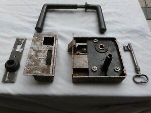Serrure ancienne en fer du xix eme pour porte avec sa clé