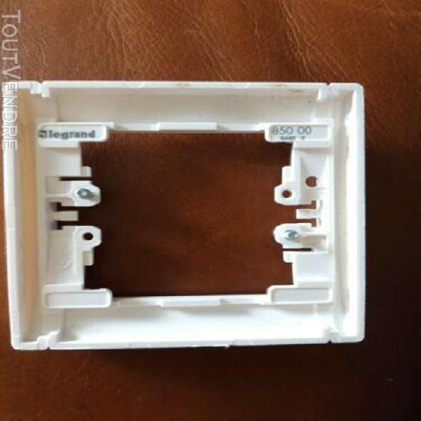 SAGANE plaque triple Verticale Opalis Blanc interrupteur prise 85002 LEGRAND