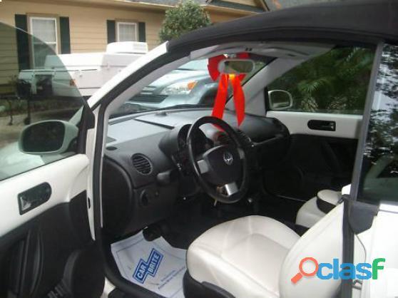 Je donne Volkswagen New Beetle Décapotable 2005 tout en blanc occasion de première main 1