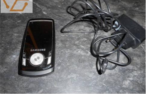 Téléphone samsung, chargeur et connectique...