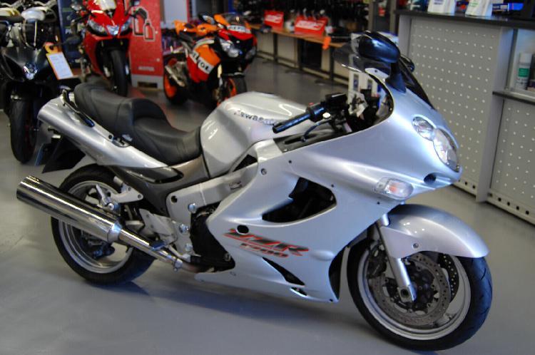 Kawasaki zzr 1200 essence compiegne 60 | 3690 euros 2002