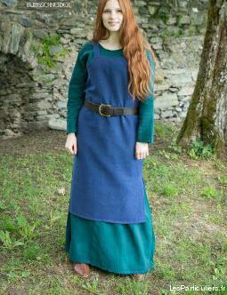 stock de vêtements et accessoires médiévaux neufs