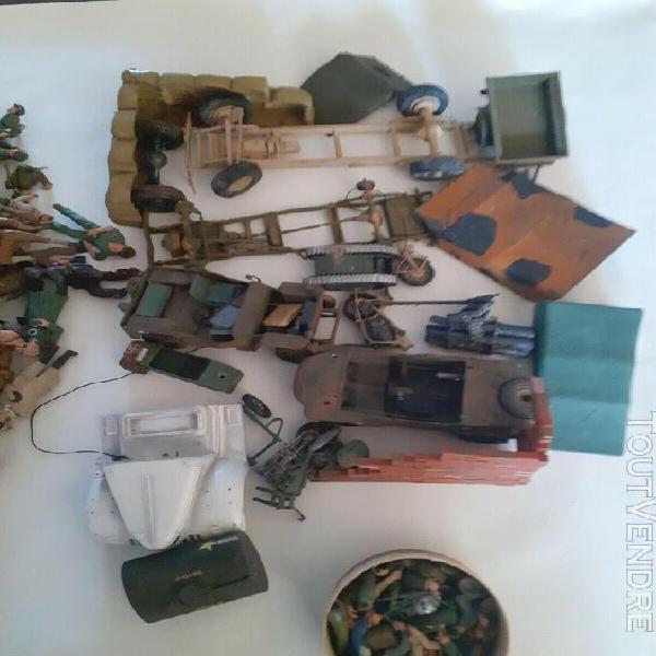 1/35 lot figurines + accessoires + épaves véhicules