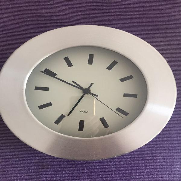 Horloge murale ronde à quartz - couleur alu ? diamètre 25