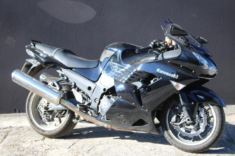 Kawasaki zzr 1400 essence villeneuve st georges 94 | 6199