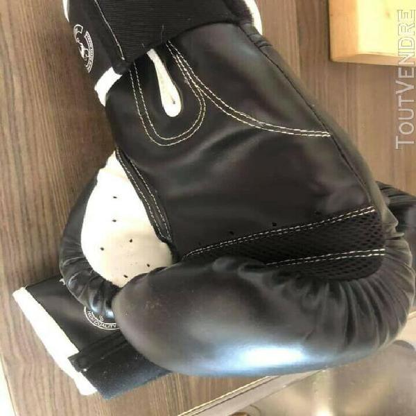 Gants boxe venum 14 oz état neuf tout type de boxe,anglaise