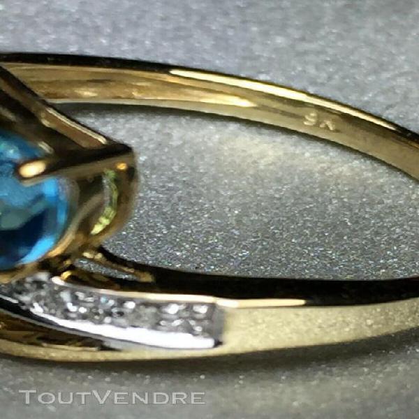 Bague or jaune 9 carats, sertie de 2 topazes bleu suisse et
