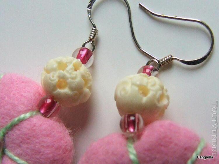 Boucles d'oreilles artisanales feutrine coussins rose, clé