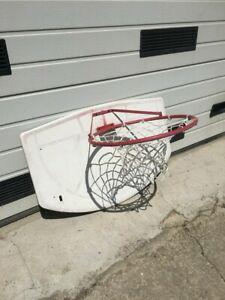 Panier de basket en fer forgé et plastique