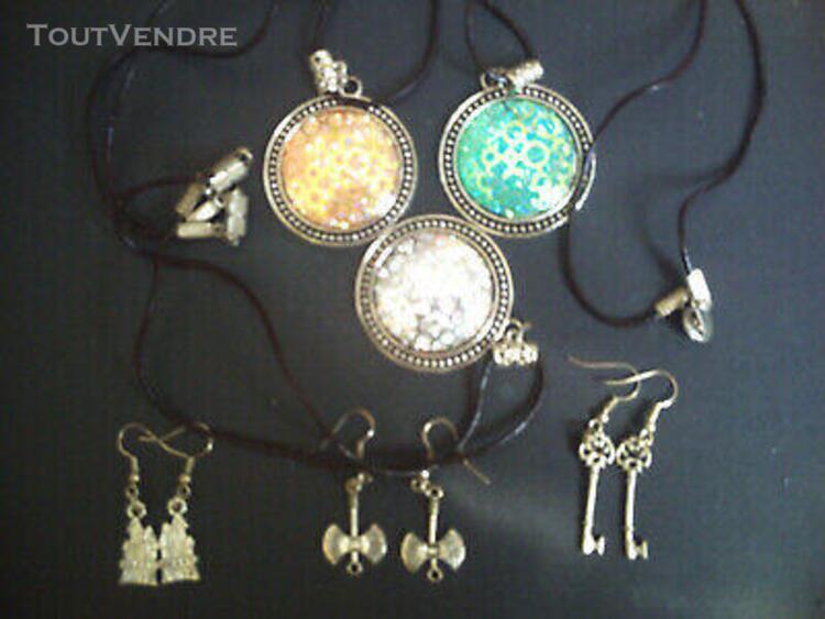 Bijoux fantaisies:3 colliers avec boucles d'oreilles assorti
