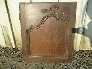 Porte en chêne sculpté ancienne.