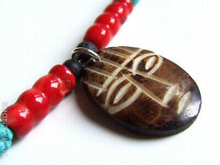 Collier turquoise, masque en corne, corail rouge, lave noire