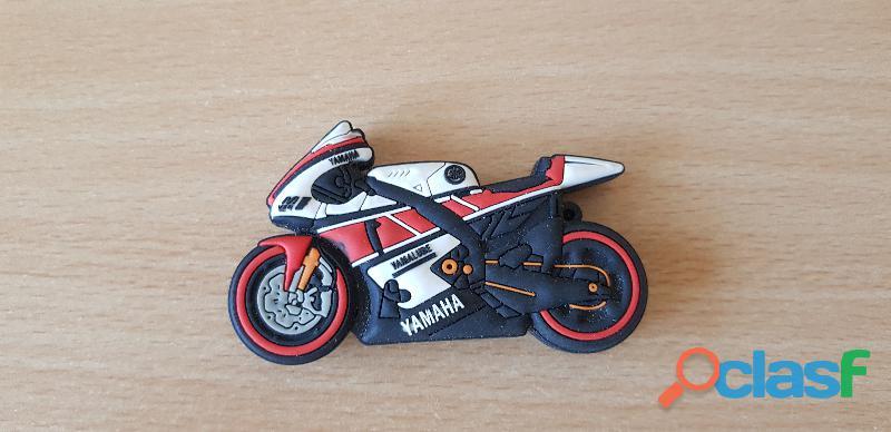 Clé usb 8 go moto yamaha r1