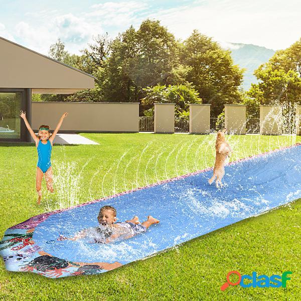 Toboggan aquatique - série de jeux pour enfants sur pelouse