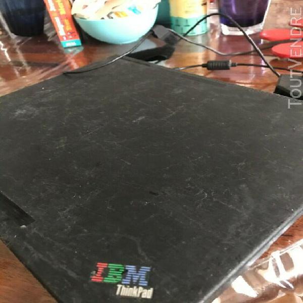 Laptop ibm thinkpad t22 fonctionnel mais pour pieces