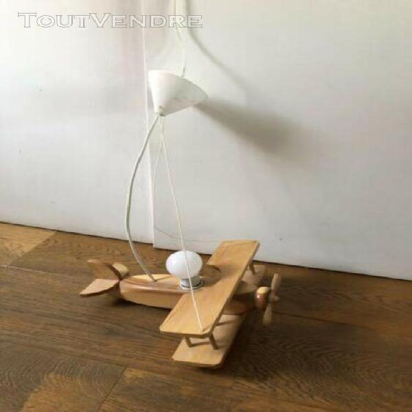 Suspension en bois - avion