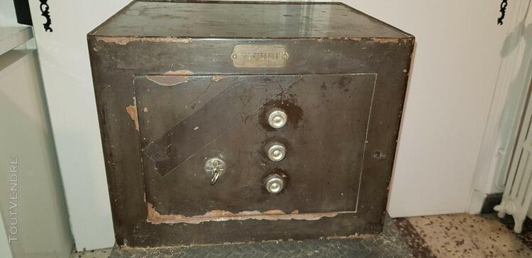 Coffre fort fichet en acier des annee 1950 35x40x30