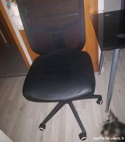 Bureau informatique et fauteuil