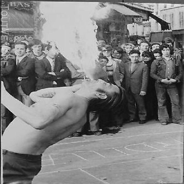 """Photo argentique """"le cracheur de feu"""" place de la bastille 1"""
