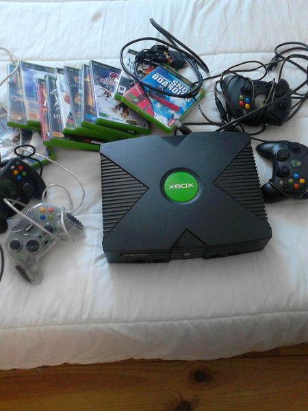 Console xbox 2002 + 4 manettes +12 jeux neuf, sarzeau