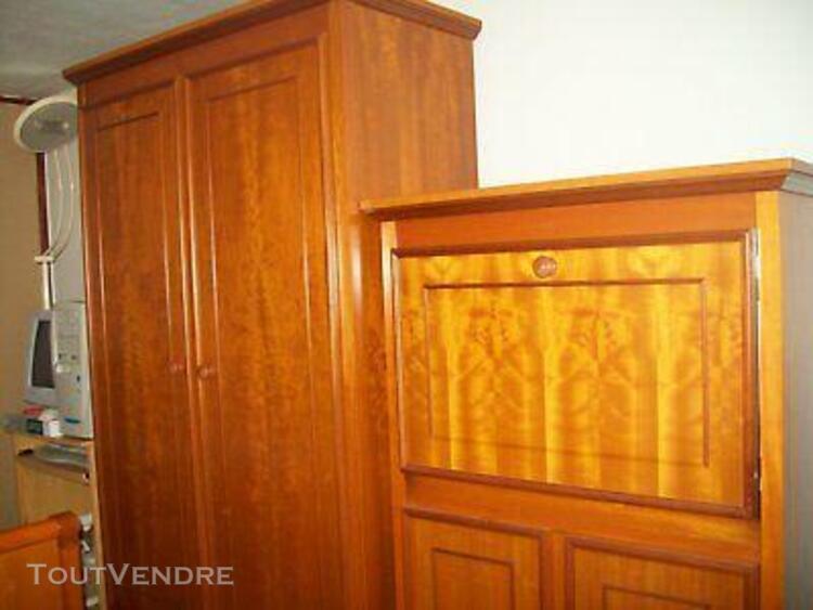 Chambre complète merisier. lit, table de nuit, armoire,