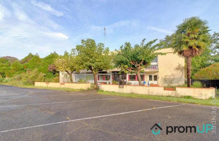 Local professionnel 298 m² - 40090 saint-perdon