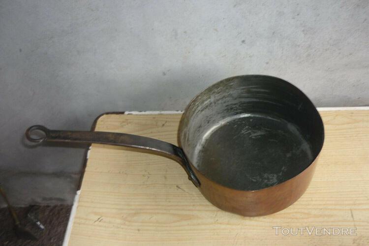 ancienne et grande casserole en cuivre