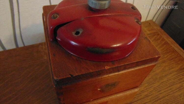 Ancien moulin a cafe peugeot rouge