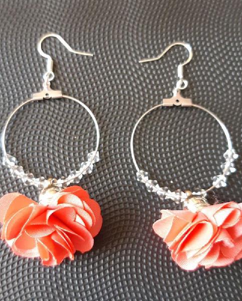 Boucles d'oreilles créoles en satin orange et perles
