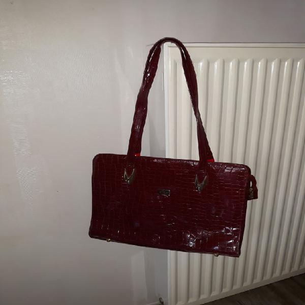 Un grand sac à mains couleur bordeaux occasion, le havre
